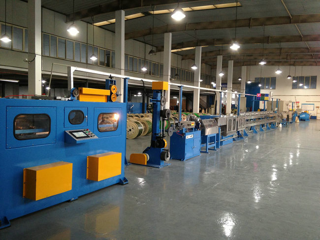 Power Wire Plastic Extrusion Line , 1000mm Pay Off Bobbin With Horizontal Accumulator
